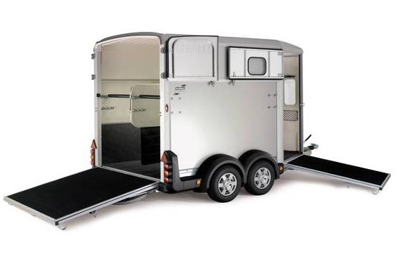 Miten voi olla näin ihana hevosenkuljetuslaatikko? Kuva: Piccola Oy