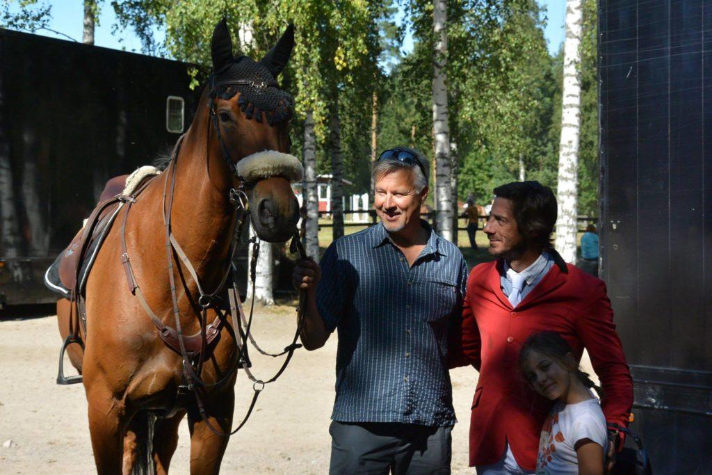 VG, Kauppisen Hannu ja Manuel & tyttärensä.