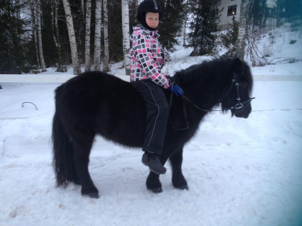 Nyt pikku Piatarjalla on poni!