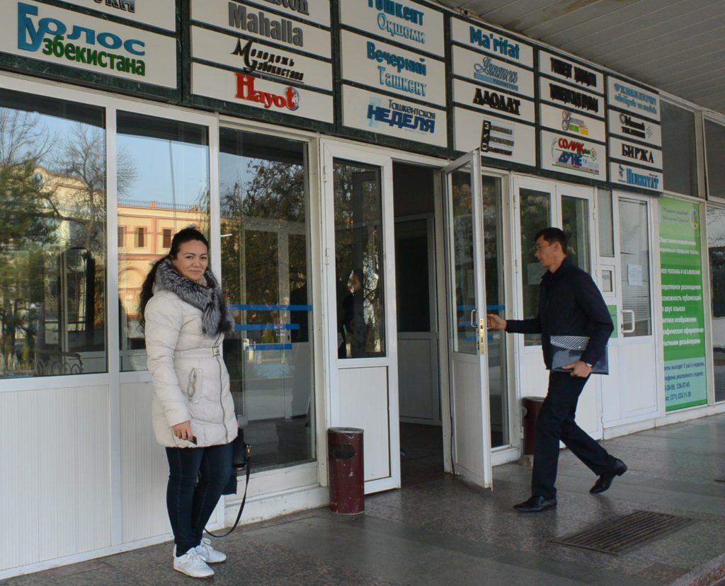 Tashkentilaisen toimitustalon ovet käyvät tiuhaan.