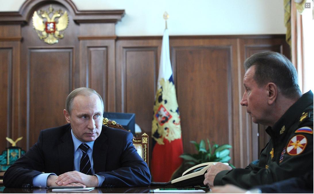 Venäjän presidentti Vladimir Putin keskusteli Kremlissä 8. päivä huhtikuuta 2016 uuden kansalliskaartinsa päällikön Viktor Zolotovin kanssa. (Kuva Kremlin.ru)