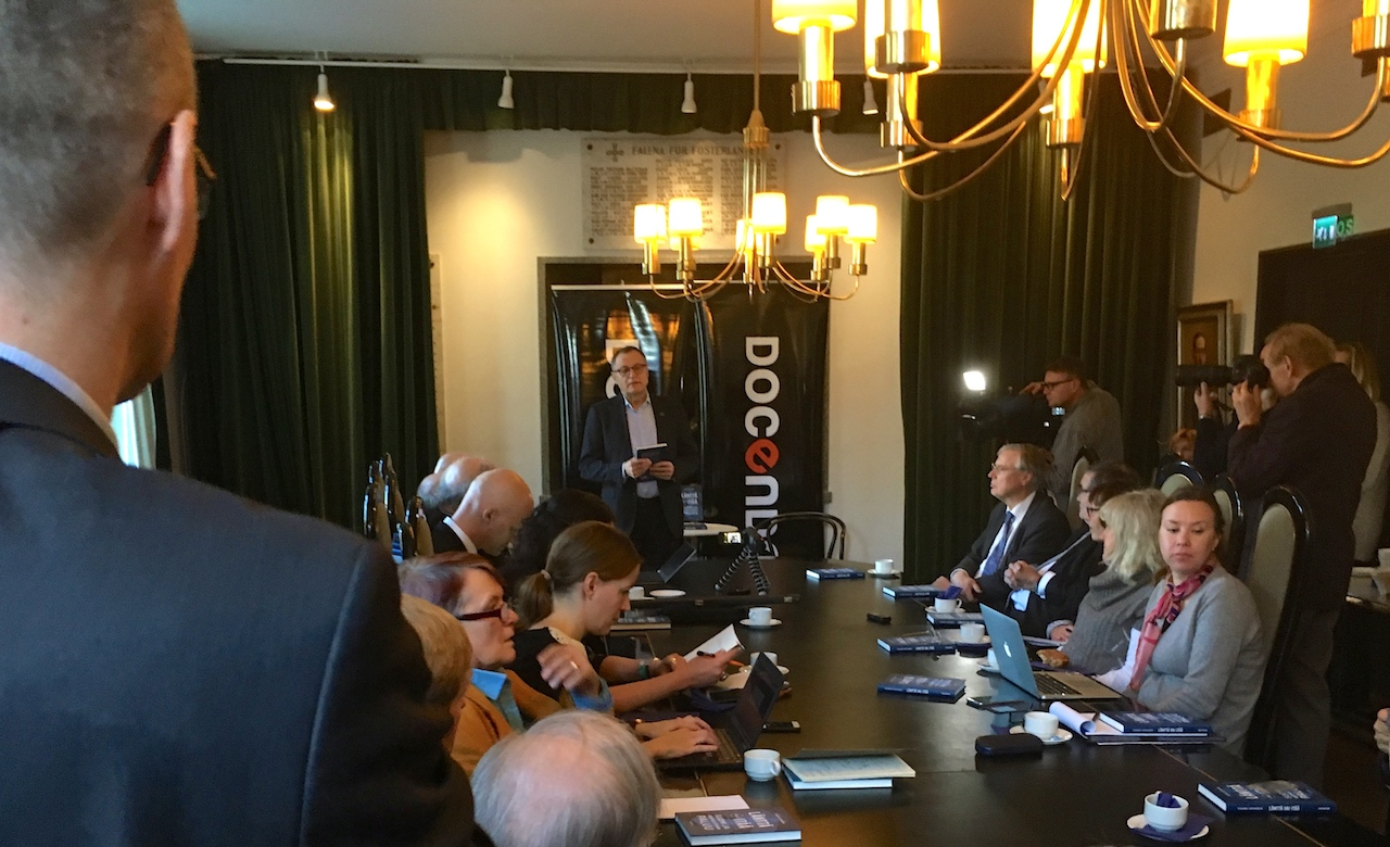 Suurlähettiläs Hannu Himanen esitteli juuri julkaistua teostaan 20.10. 2017 Helsingissä.