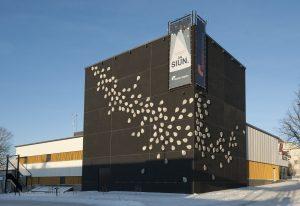 Upean, uuden Teatteri Imatran julkisivun pisarat on suunnitellut Landys Roimola. (kuva Ari Nakari)