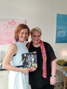 Krista Launosen ja Tiina Rantasen yhteinen lapsi on Illallistarinoita-kirja.