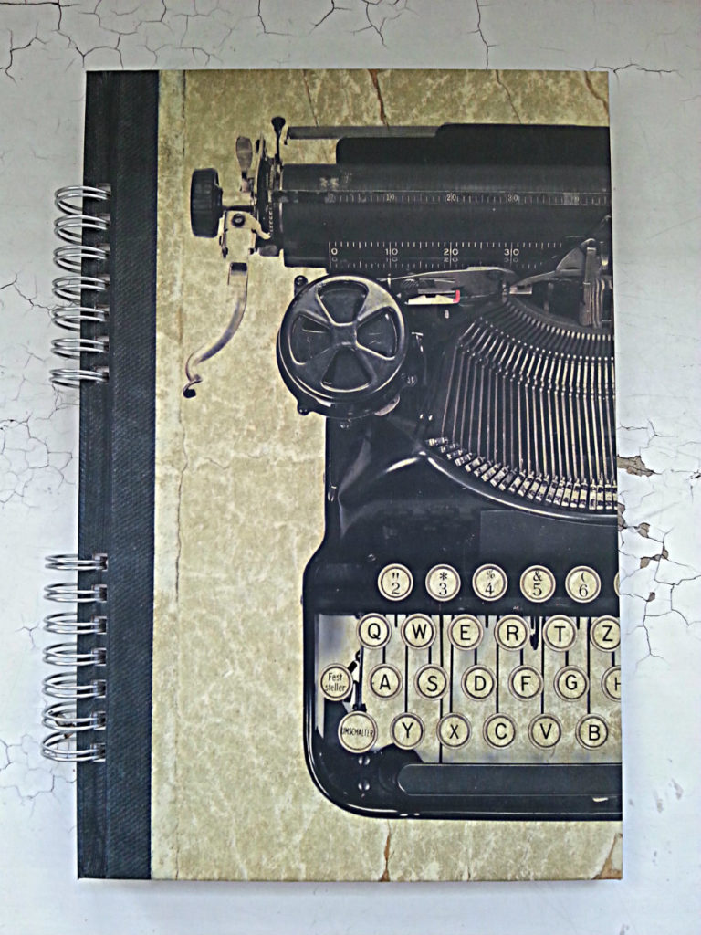 muistikirja vanha kirjoituskone pieni