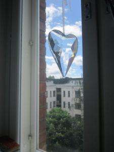 sydän ikkunassa pienempi