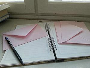 vaaleanpun kirjeitä sharp