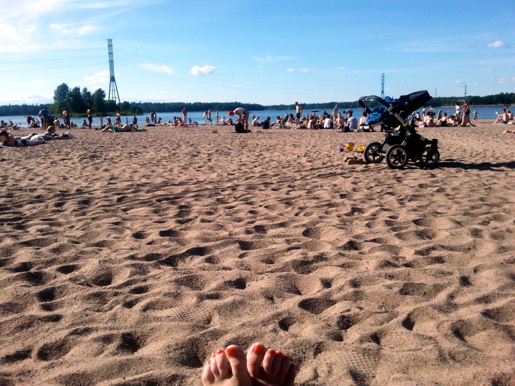 varpaat hiekkarannalla 2