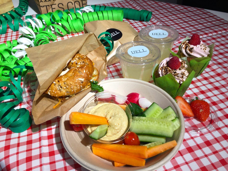 piknik pöydällä