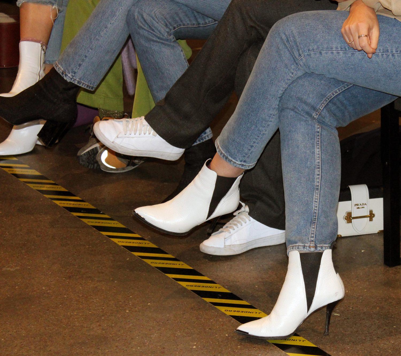 valkosiet kengät