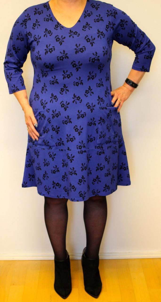 omenavartaloisen pukeutuminen mekko