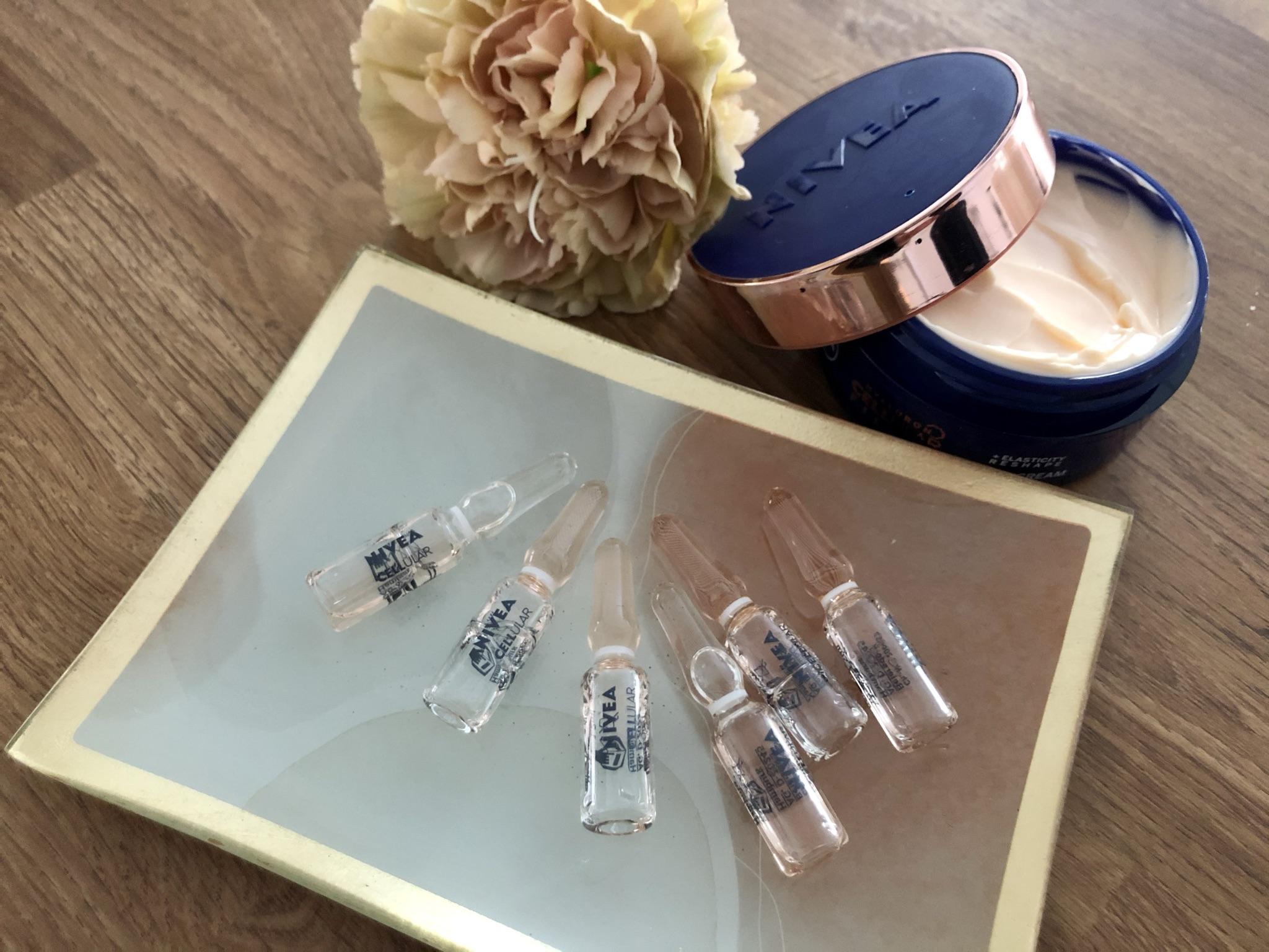 Nivea Cellular Filler Elasticity Reshape -ampullit ovat pieniiä lasipakkauksia.