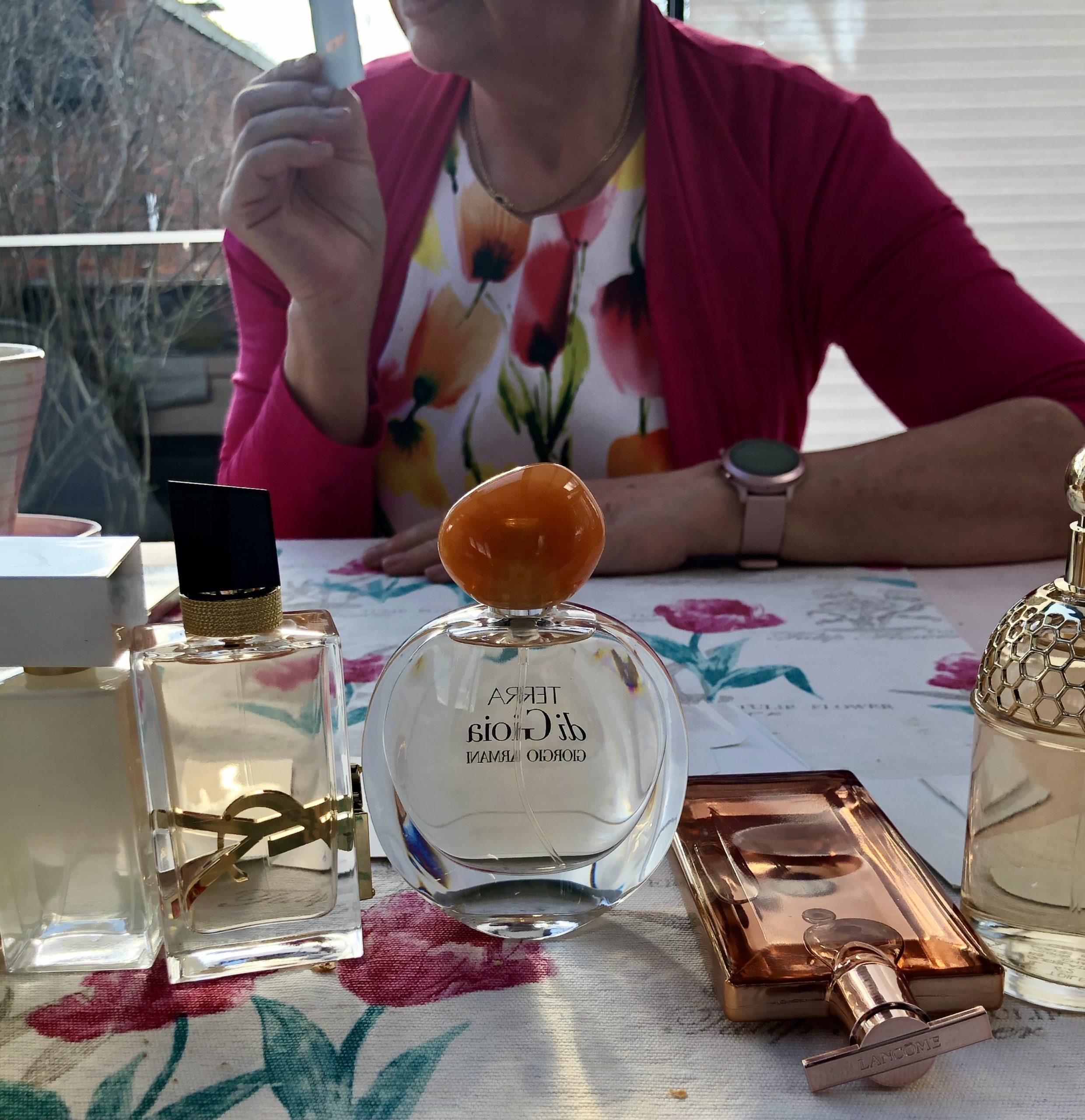 uudet hajuvedet pöydällä
