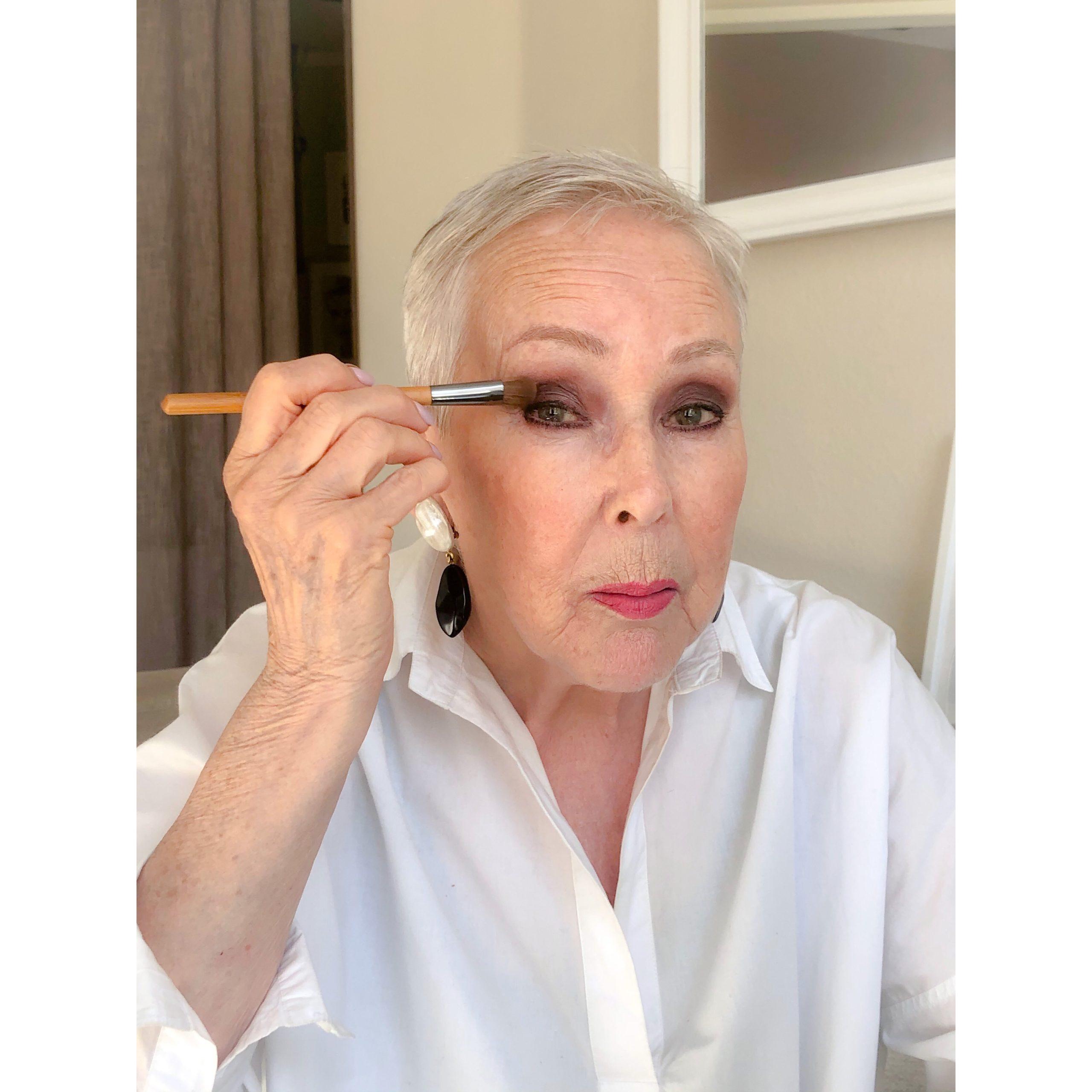 Hyvä meikkisivellin luomivärisivellin