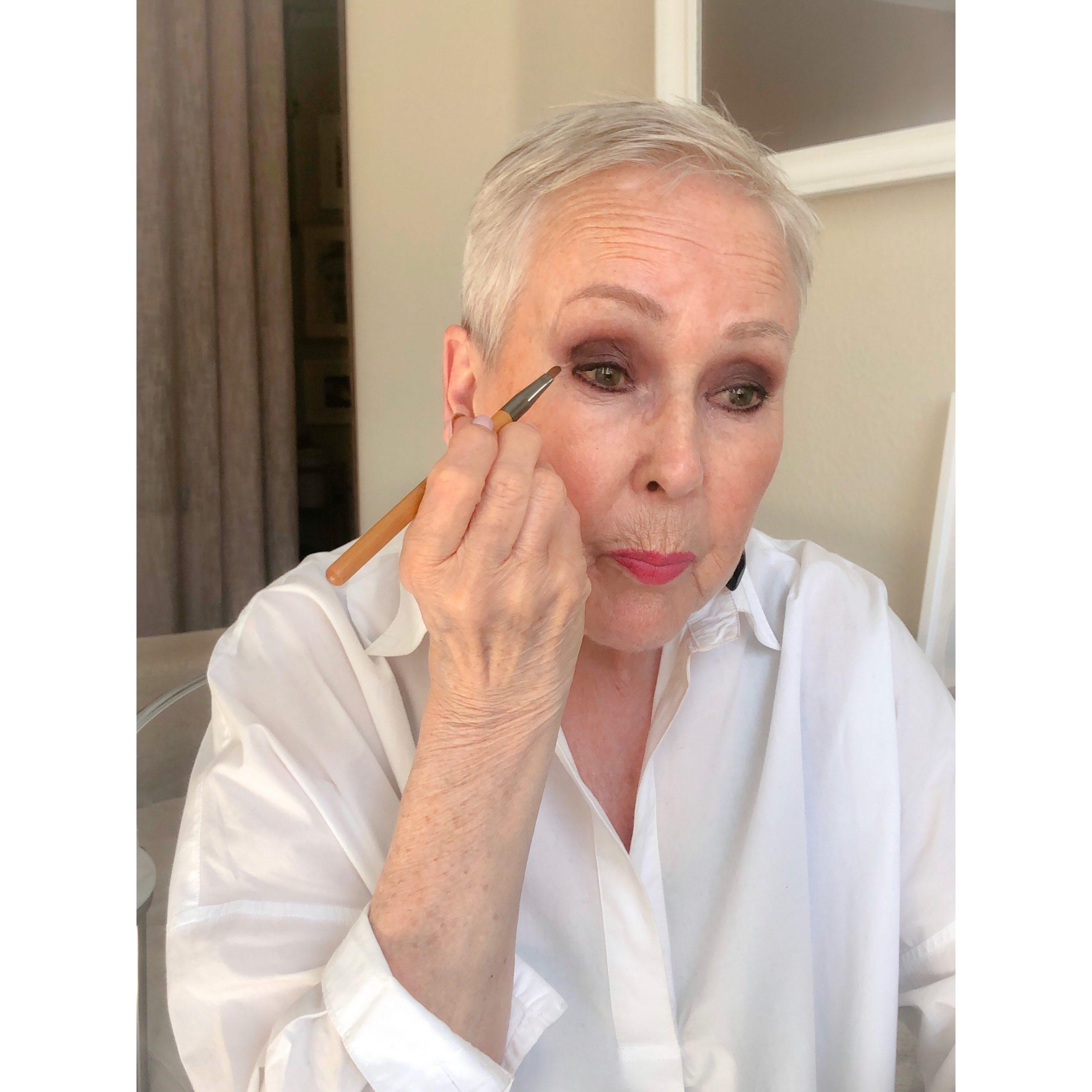 Hyvä meikkisivellin monitoimi