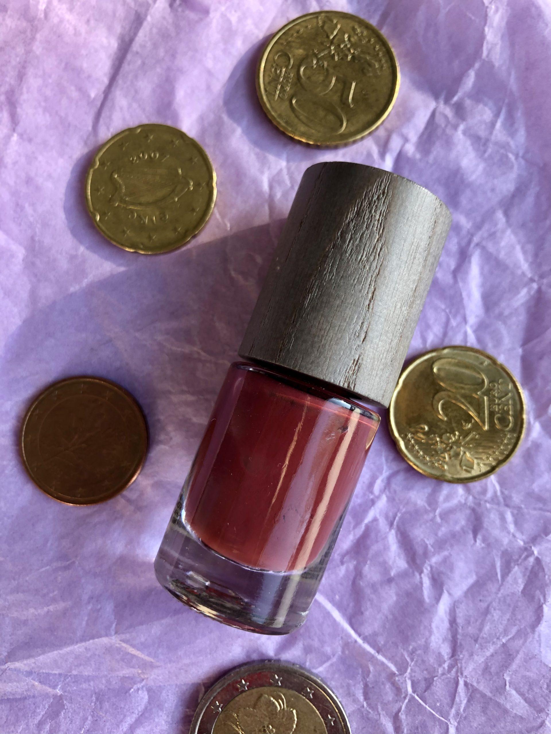 Alle 10 euroa maksavat meikit kynsilakka