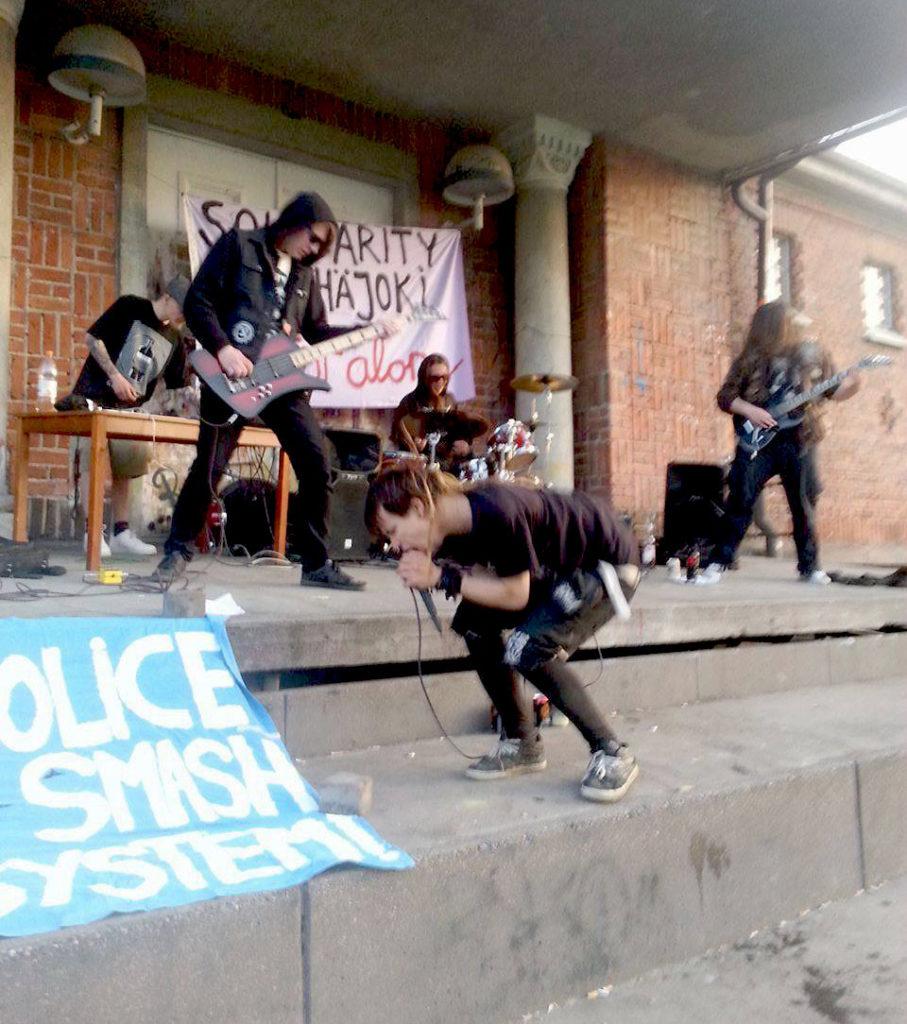 Pyhäjoella kiinni otettuja aktivisteja edelleen vangittuna – Dallapéssa solidaarisuuskeikka heidän tuekseen
