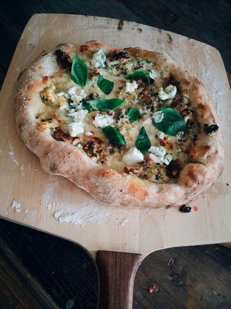 Pizzaa sähköuunissa