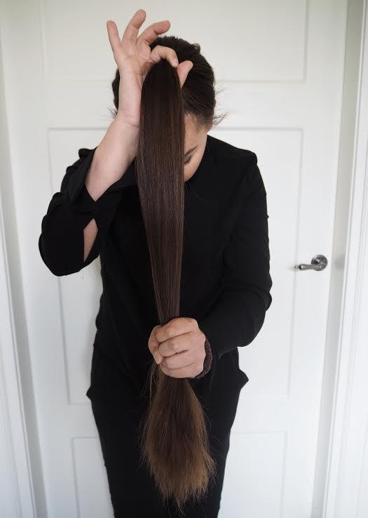 hiukset keskelle