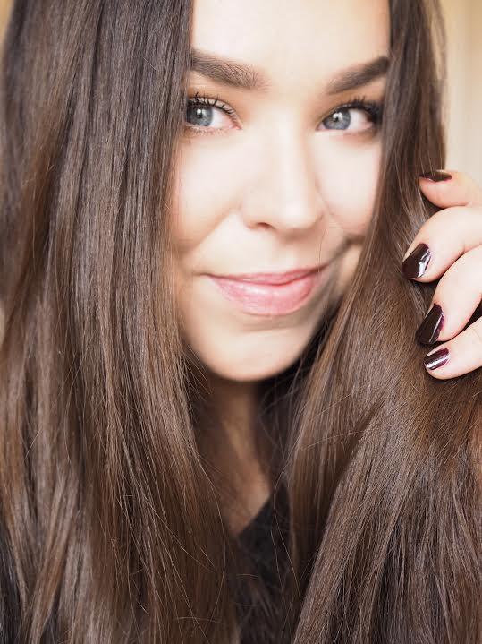 kauniit hiukset ja kynnet