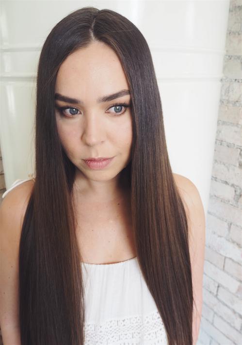 suorat kiiltävät hiukset