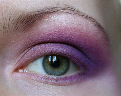 Greeneye_purplemakeup