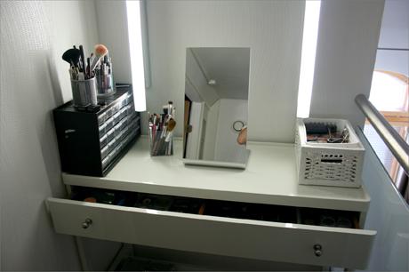 Meikkipöytä vaatehuoneen sisällä + Meikkipöydän valot halvalla