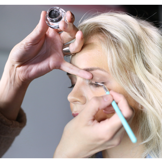 Fit_meikkaus_eyeliner