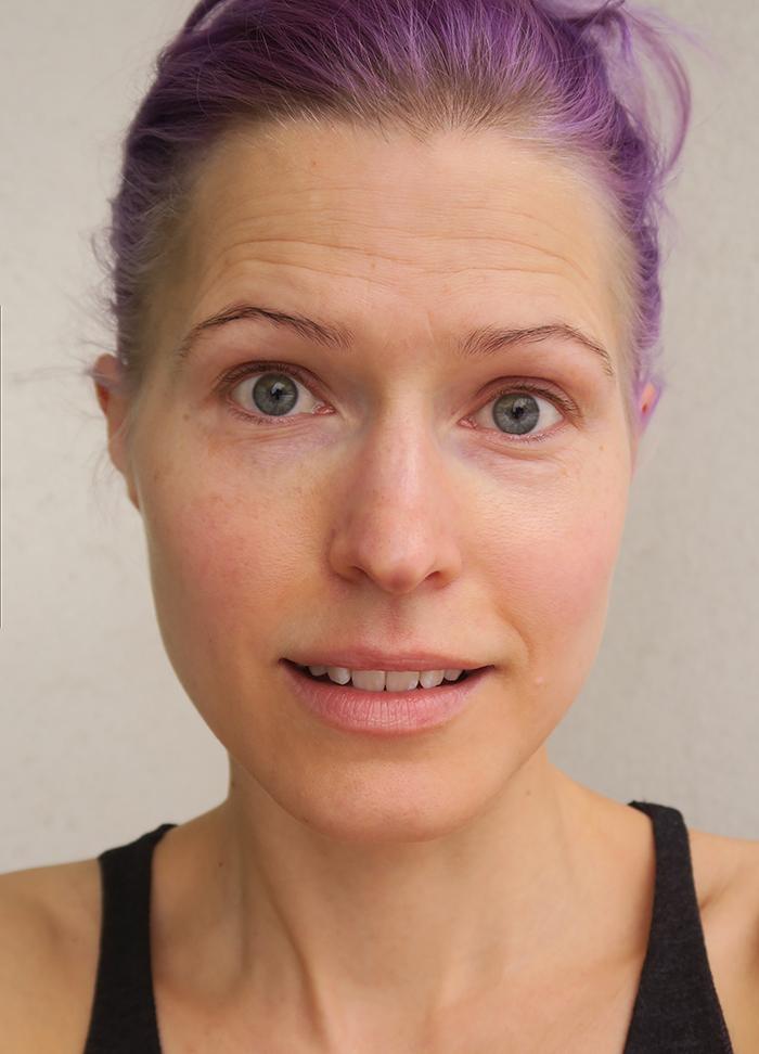 Kalpeasta hehkuvaan – ajatuksia ihosta ja haaste äidin meikkipussilla