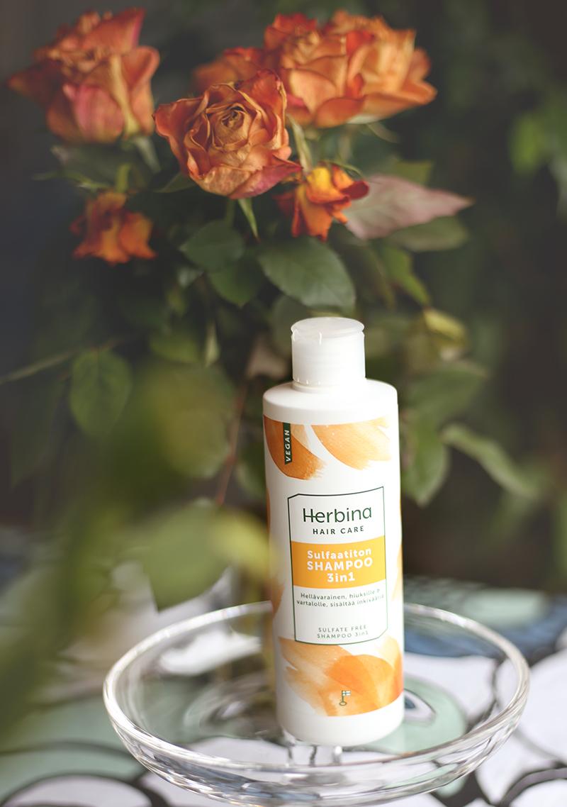 Testissä Herbinan sulfaatiton shampoo