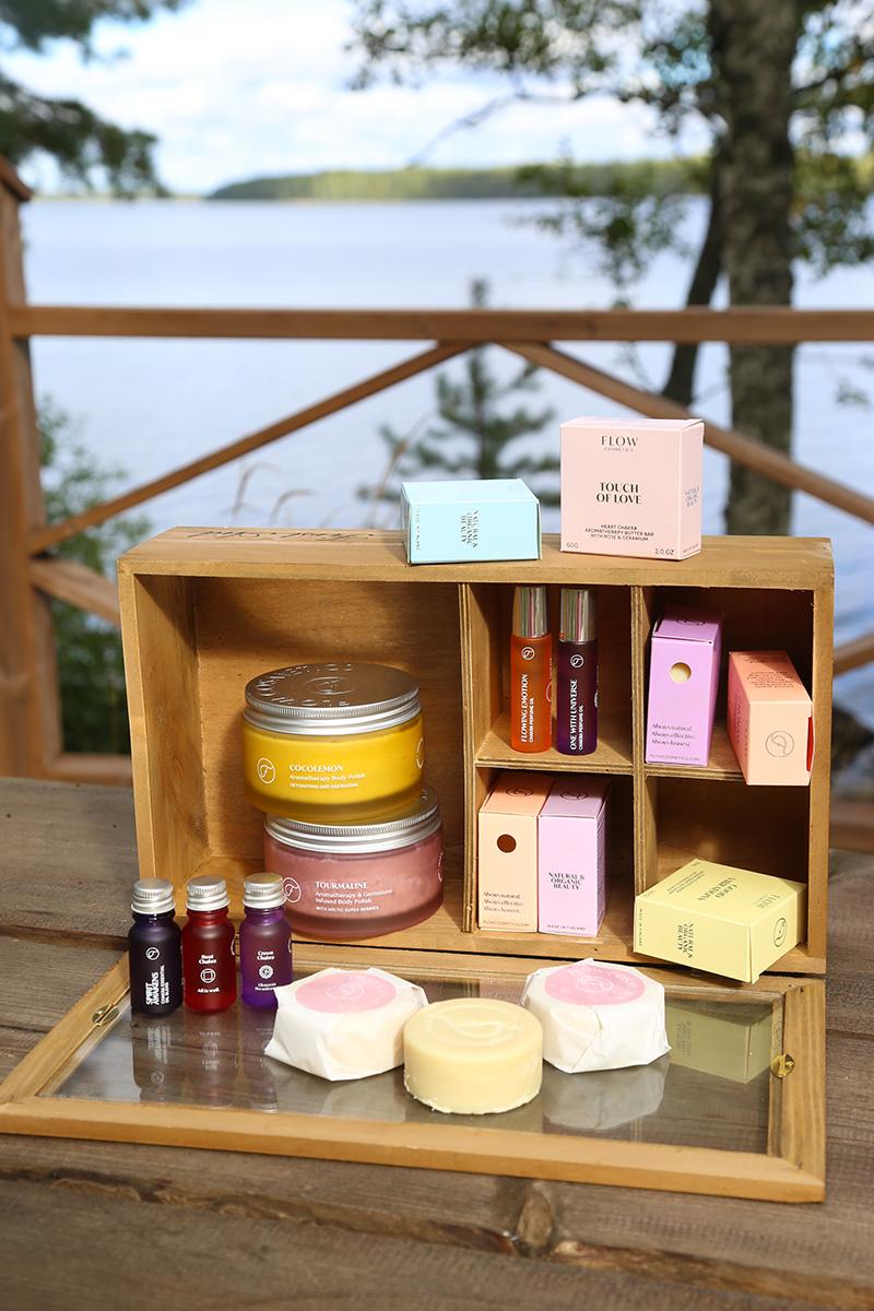 Tuoksumatka Flow Cosmeticsin aromatuotteiden maailmaan