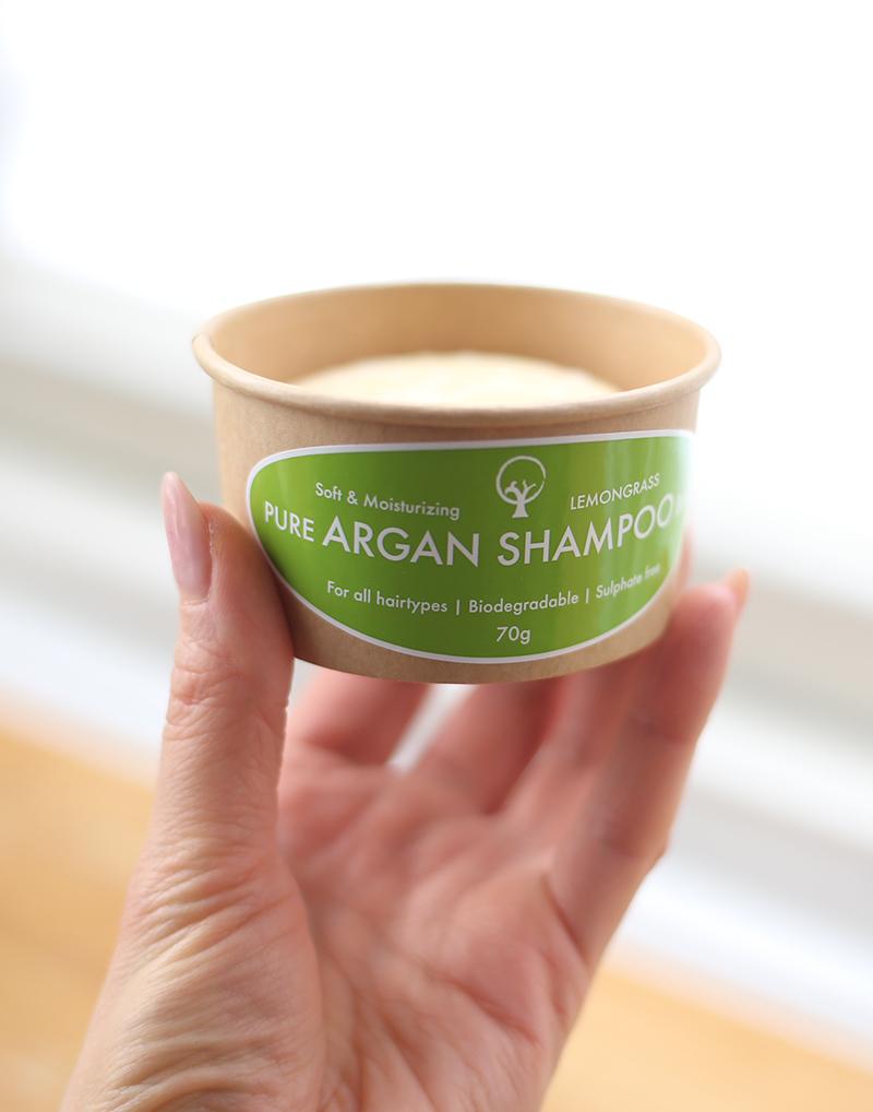 Testissä Okabo Organics Sitruunaruoho-palashampoo
