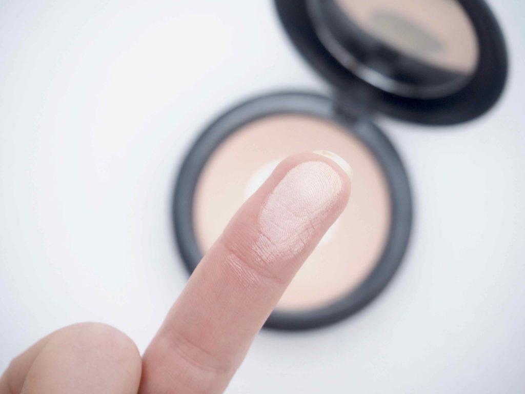 MAC Next to nothing pressed powder Ostolakossa kokemuksia