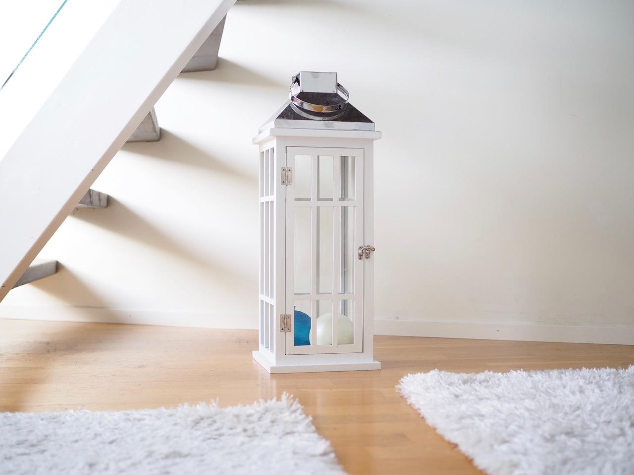 Ostolakossa valkoinen minimalistinen koti