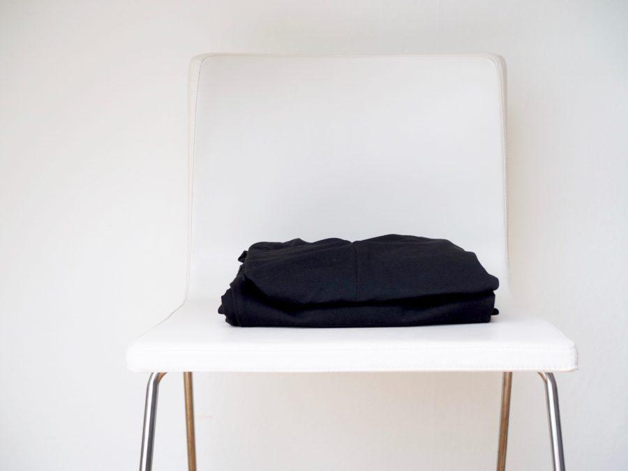 Ostolakossa kaksi mekkoa minimalismi