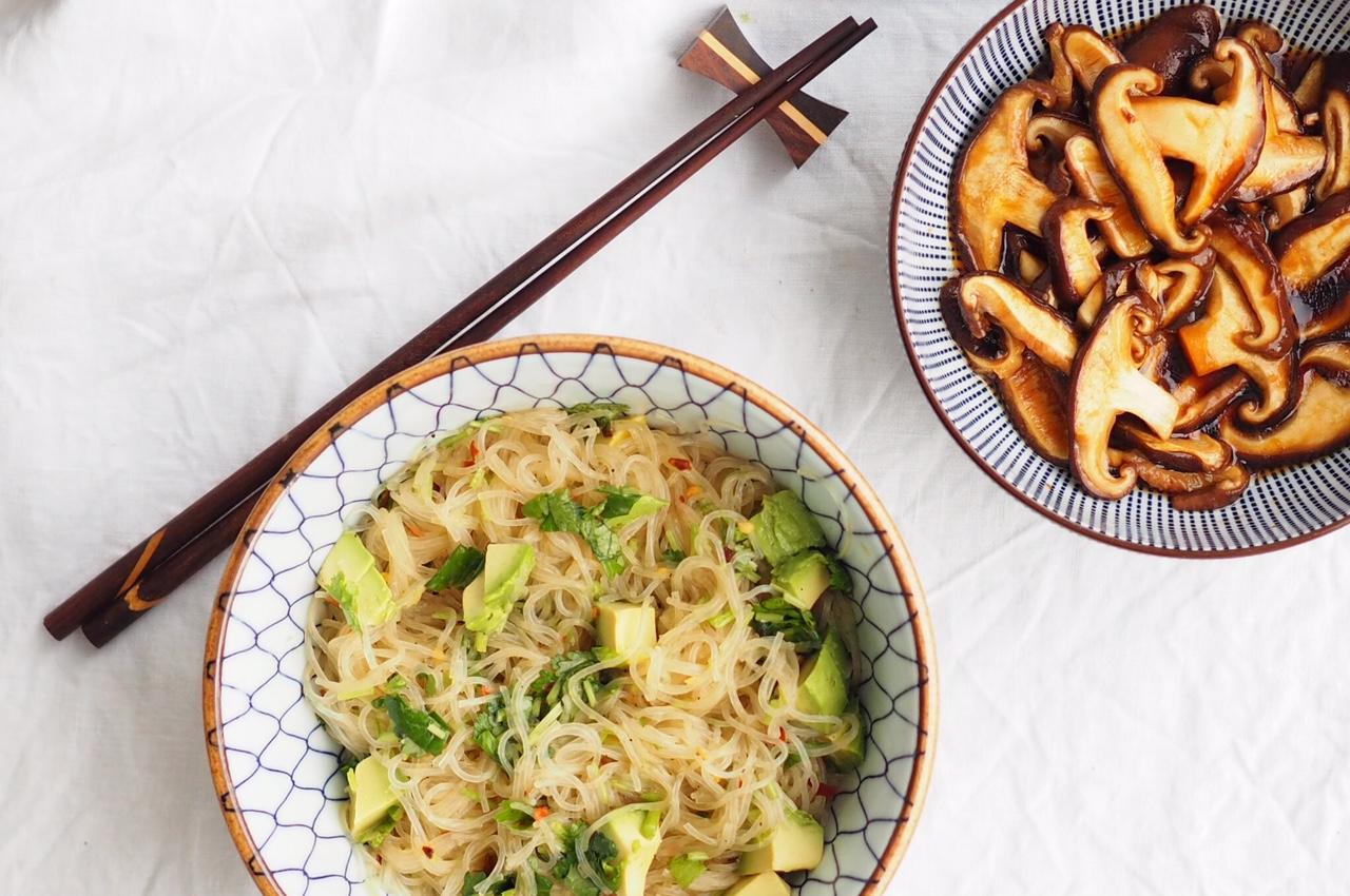 Terveellinen ja herkullinen pikaruoka – nuudelisalaatti
