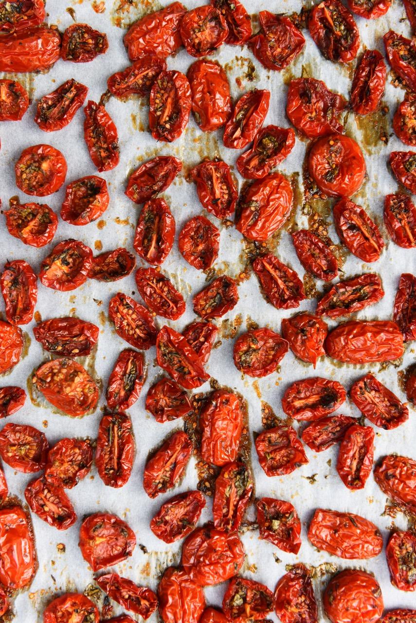 kuivatut tomaatit yrteillä Karita tykkä