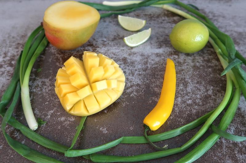 mangosalsan raaka-aineet