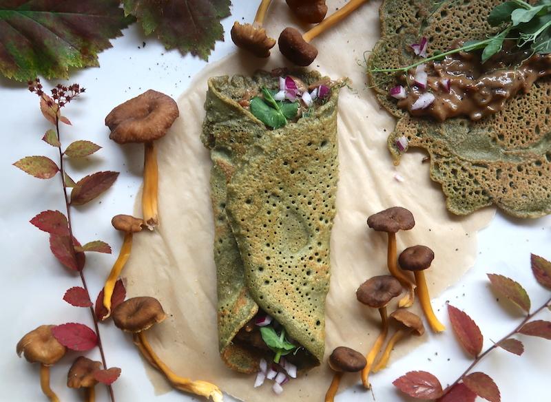 vegaaninen munakas ja sienimuhennosta