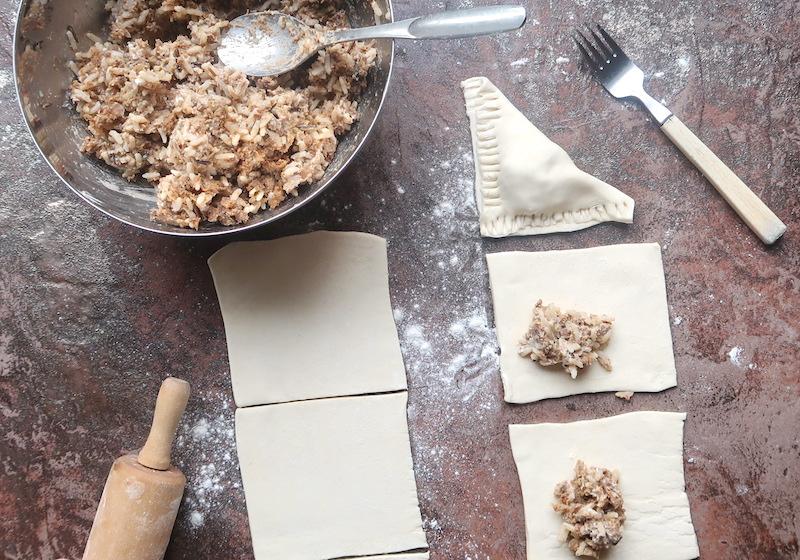 pasteijat nyhtökaura-riisitäytteellä