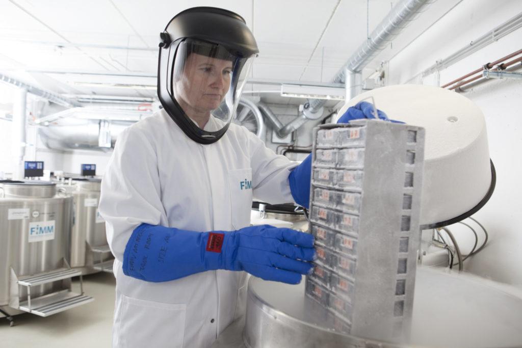 Biopankkinäytteiden käsittelyä Meilahden kampuksella