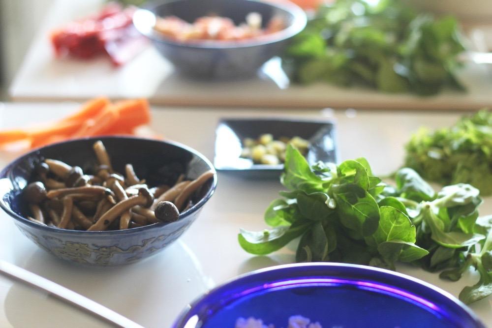Helpot ja moneen sopivat aasialaiset Enoki-sienet