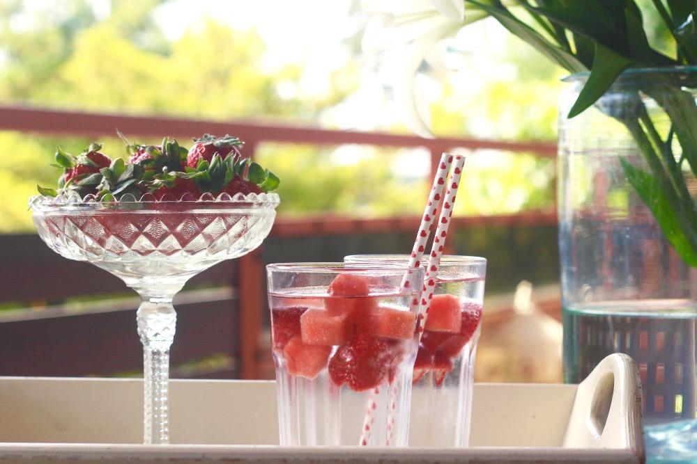 Raikkaat mansikkajäät (video: melonit helposti kuutioiksi)