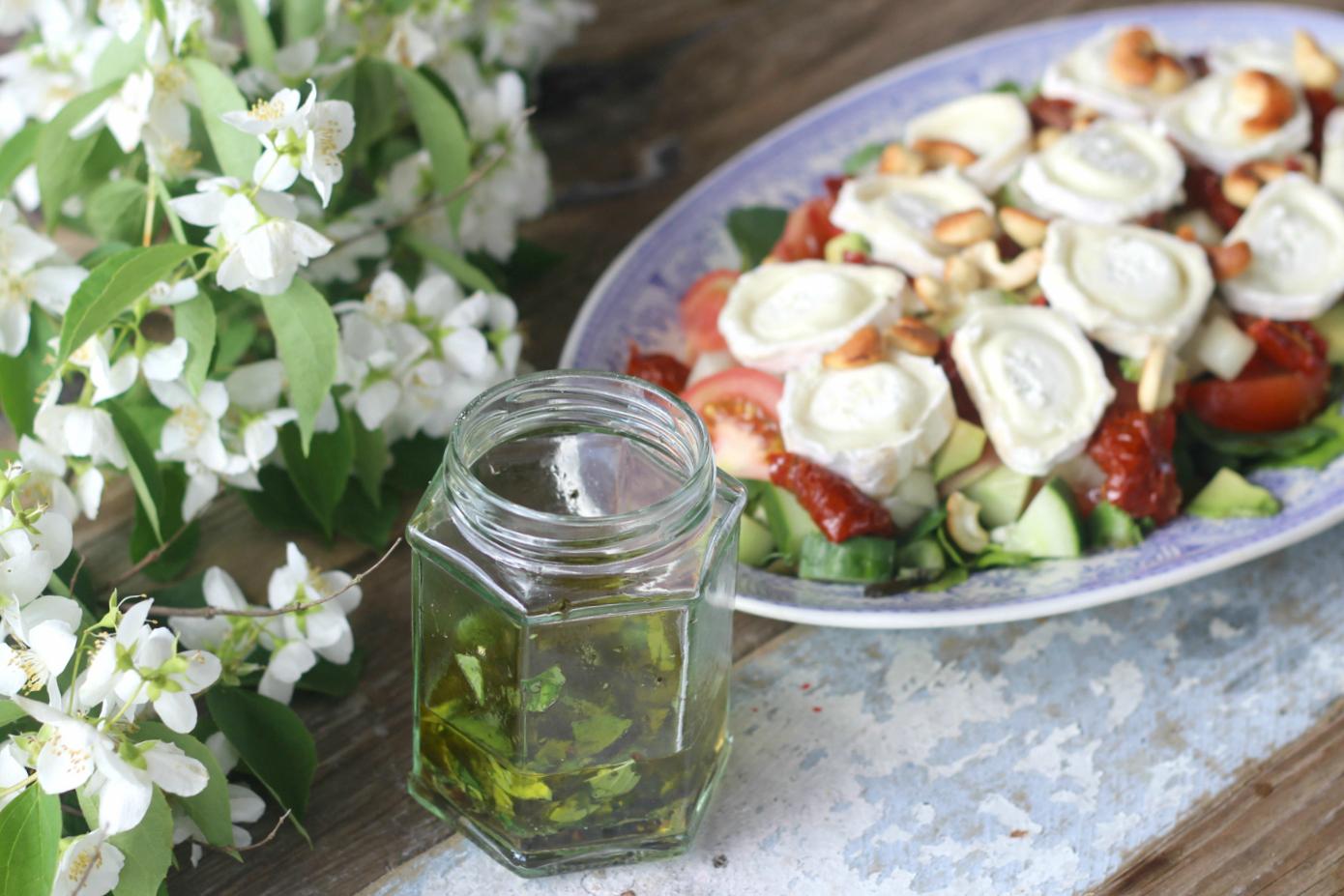 Helppo ja herkullinen salaattikastike