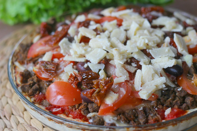 Härkis-pizza parmesaanilla ja rahkapohjalla sopii moniin ruokavalioihin