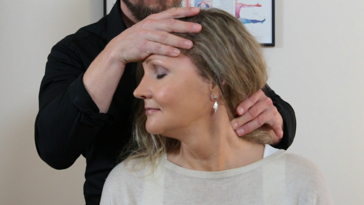 Kiropraktikolta nopea ja luonnonmukainen apu monipuolisesti päänsärkyynkin