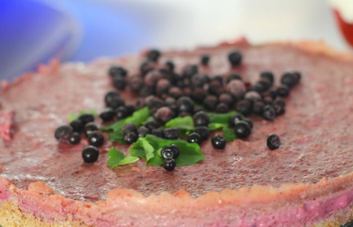 Raikkaampi raakakakku: marjainen Smoothie kakku (mukana videoresepti)