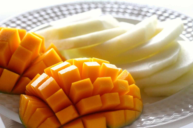 Aurinkoinen munakas hedelmillä ja Briellä starttaa hyvän päivän