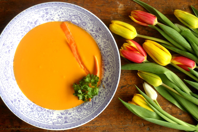 Porkkanakeitto kookoksella ja inkiväärillä