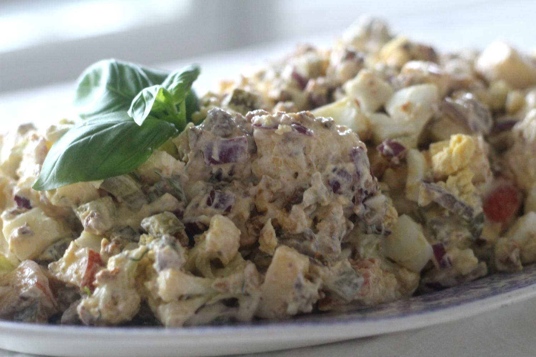Paahdettu kukkakaalisalaatti (parempi vaihtoehto perunasalaatille)